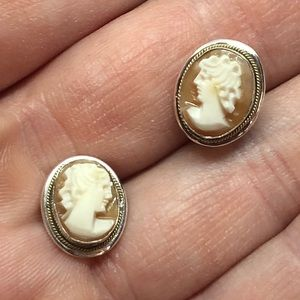 🆕Vintage Sterling Carved Shell Cameo Earrings